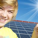 Solarstrom in das öffentliche Stromnetz einspeisen - © grafikplusfoto - Fotolia.com